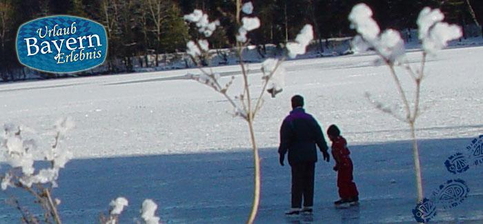 Schlittschuhlaufen auf einem zugefrorenen See